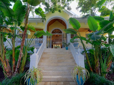 Maison unifamiliale for sales at Truly Unique Villa Cay Home At Ocean Reef 307 Carysfort Road Key Largo, Florida 33037 United States