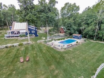 Casa Unifamiliar for sales at Equestrian Delight! 218 Hope Valley Road Hebron, Connecticut 06231 Estados Unidos