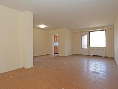 Кооперативная квартира for sales at Beautiful 2 BR w/Terrace, Drmn & Pool 4901 Henry Hudson Parkway 7D Riverdale, Нью-Мексико 10463 Соединенные Штаты