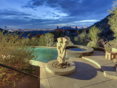 Villa for sales at Beautiful Contemporary Home in Spectacular Mountain Setting in Whispering Ridge 11230 E Whispering Ridge Way Scottsdale, Arizona 85255 Stati Uniti