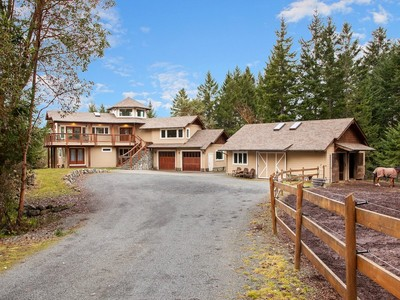 Casa Unifamiliar for sales at Equestrian Estate 725 Skyview Place Victoria, British Columbia V9B6G5 Canadá