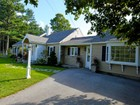 Maison unifamiliale for sales at Lovely Renovated 5 Bedroom Cape 232 Old Main Street   New London, New Hampshire 03257 États-Unis