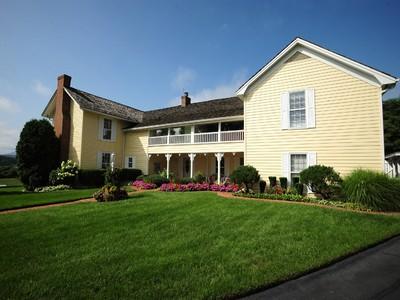 Maison unifamiliale for sales at Historic Mountain Charm 707 E. Mountain View Rd.  Johnson City, Tennessee 37601 États-Unis