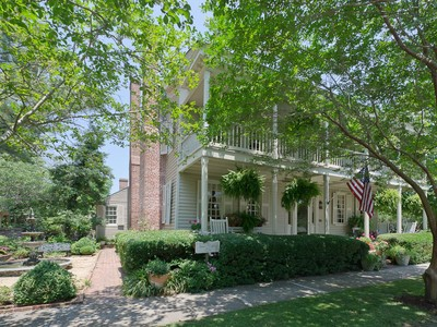Einfamilienhaus for sales at The James Coffield House 209 E. King Street  Edenton, North Carolina 27932 Vereinigte Staaten