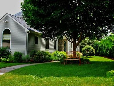獨棟家庭住宅 for sales at 11 Seventh Avenue  Branford, 康涅狄格州 06405 美國