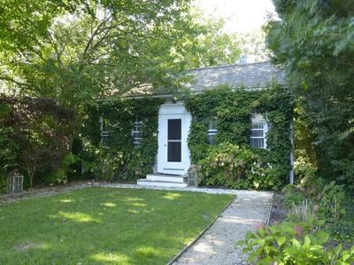 Casa Unifamiliar for sales at Private Pied a Terre 3 R West Dover Street  Nantucket, Massachusetts 02554 Estados Unidos