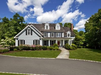 Casa Unifamiliar for sales at Sublimely Situated 14 Brandon Circle Wilton, Connecticut 06897 Estados Unidos