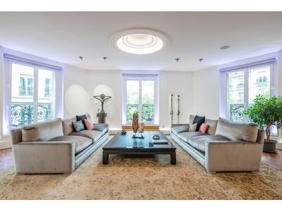 Apartamento for sales at Paris 6 - Saint-Germain-des-Prés   Paris, Paris 75006 Francia