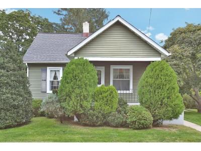 Casa para uma família for sales at Homestead 21 Brook Ave.  Eatontown, Nova Jersey 07724 Estados Unidos