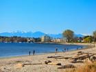 Moradia for sales at Gorgeous Beachfront Home 2378 Esplanade Road Victoria, Columbia Britanica V8R2W2 Canadá