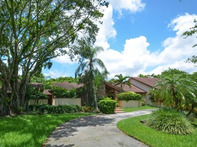 Maison unifamiliale for sales at 12100 SW 87 Ave  Kendall, Florida 33176 États-Unis
