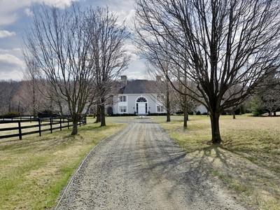 Vivienda unifamiliar for sales at 9745 Elmwood Road, Upperville 9745 Elmwood Rd Upperville, Virginia 20184 Estados Unidos