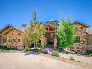 Maison unifamiliale for sales at The Pinnacle of Lux Living in Eden, Utah! 3571 Pineview Ct Eden, Utah 84310 États-Unis
