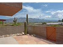 Casa Unifamiliar Adosada for sales at Gorgeous Townhome With Magnificent Views Of The Catalinas 3810 N Borg Lane   Tucson, Arizona 85716 Estados Unidos