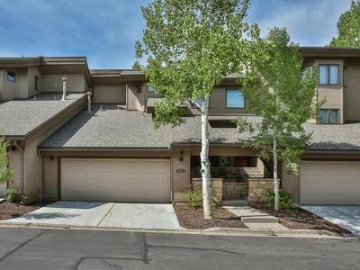 共管式独立产权公寓 for sales at Great 3 Bedroom Deer Valley Condo 1655 Lakeside Cir Park City, 犹他州 84060 美国