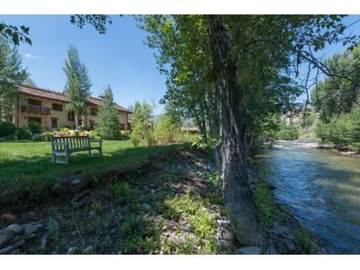 Casa para uma família for sales at Riverfront Serenity  Ketchum, Idaho 83340 Estados Unidos
