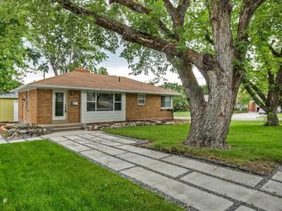 Nhà ở một gia đình for sales at East Bench Home on Corner Lot 3359 South 1400 East  Ogden, Utah 84403 Hoa Kỳ