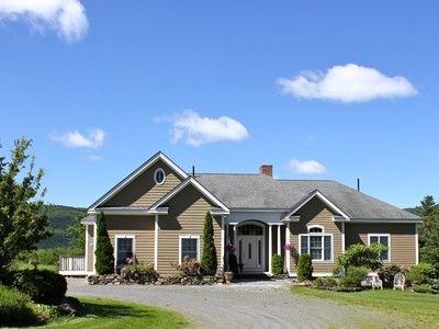 Villa for sales at Pictur Perfect Vermont Setting 762 Maple Hill Road Mount Holly, Vermont 05758 Stati Uniti