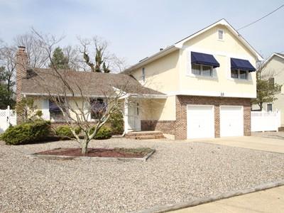 Moradia for sales at Well-Cared For Colonial 23 Scheiber Drive Brick, Nova Jersey 08723 Estados Unidos