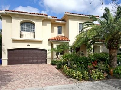 Nhà ở một gia đình for sales at Victoria Highlands 1911 NE 7th Ct Fort Lauderdale, Florida 33304 Hoa Kỳ