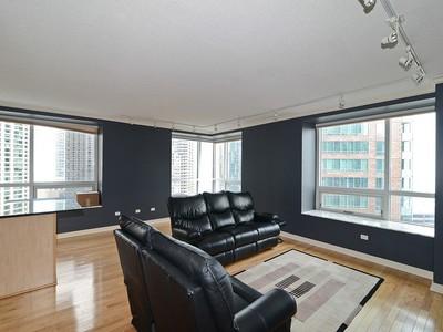 Condomínio for sales at Very Sharp Condo in River East 512 N McClurg Unit 1404 Chicago, Illinois 60611 Estados Unidos