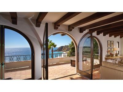 Maison unifamiliale for sales at 1173 Marine Drive    Laguna Beach, Californie 92651 États-Unis