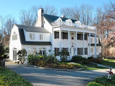 Einfamilienhaus for sales at Red Maple Farm 387 Croton Lake Road Bedford Corners, New York 10549 United States
