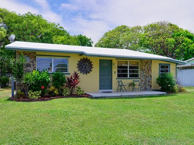 Maison unifamiliale for sales at Ideally Situated Ground Level Home 12 Drury Drive Key Largo, Florida 33037 United States