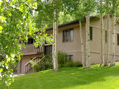Nhà ở một gia đình for sales at Vacation Home in the Trees 107 Meadow Lane Snowmass Village, Colorado 81615 Hoa Kỳ