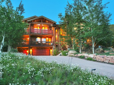 Maison unifamiliale for sales at Enjoy Deer Valley mountain living and convenience at its best 2440 Queen Esther Dr Park City, Utah 84060 États-Unis