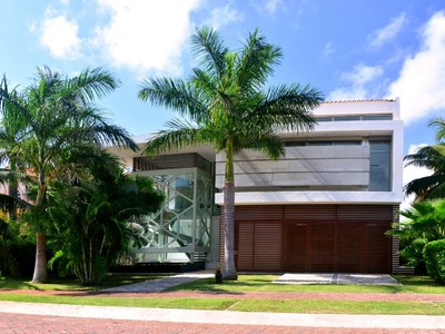 Casa para uma família for sales at CASA MURMULLO WATERFRONT HOME CASA MURMULLO WATERFRONT HOME Isla Dorada Cancun, Quintana Roo 77500 México