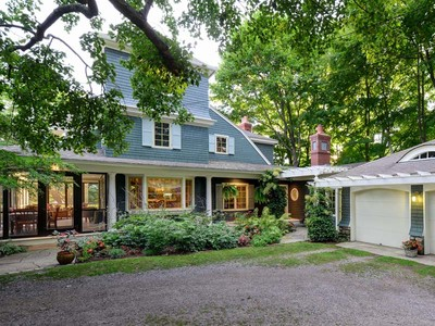 Einfamilienhaus for sales at Classic Beauty that Offers Complete Privacy 183 Portsmouth Avenue New Castle, New Hampshire 03854 Vereinigte Staaten