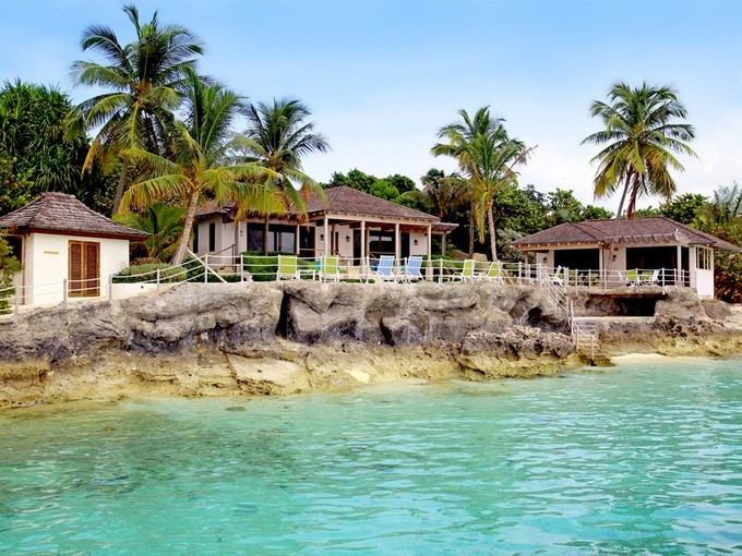 Villa for sales at Rocks  Lyford Cay, New Providence/Nassau . Bahamas