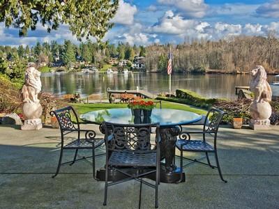 Casa para uma família for sales at Villa a Lago 3268 Hunts Point Rd Hunts Point, Washington 98004 Estados Unidos