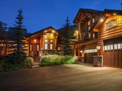 Villa for sales at Cedar Draw Estates Hideaway on 2.7 acres 2145 Bear Hollow Dr Park City, Utah 84098 Stati Uniti