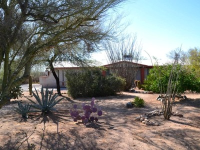 獨棟家庭住宅 for sales at Fully Remodeled And Meticulously Maintained Home 8021 N Placita Feliz Tucson, 亞利桑那州 85704 美國