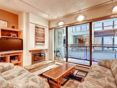 Condominio for sales at Edelweiss Haus 2 bedroom/2bath ski condo with lock out. 1482 Empire Ave #101  Park City, Utah 84060 Stati Uniti