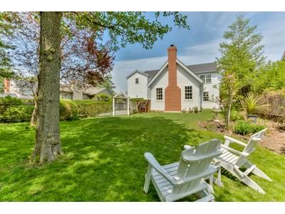 Casa para uma família for sales at Impressive Elegance 488 Gage Street Niagara On The Lake, Ontario L0S1J0 Canadá