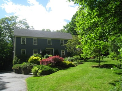 Maison unifamiliale for sales at Impeccable Colonial! 163 Limestone Rd. Ridgefield, Connecticut 06877 United States