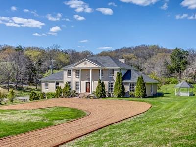 Частный односемейный дом for sales at 1700 Kingsbury Drive   Nashville, Теннесси 37215 Соединенные Штаты