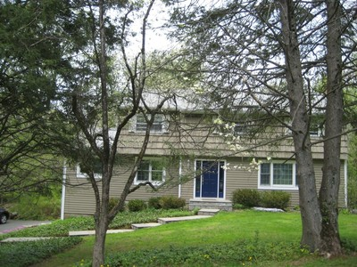 Maison unifamiliale for sales at Spacious Colonial with Open Flow 47 Cedar Lane Ridgefield, Connecticut 06877 United States