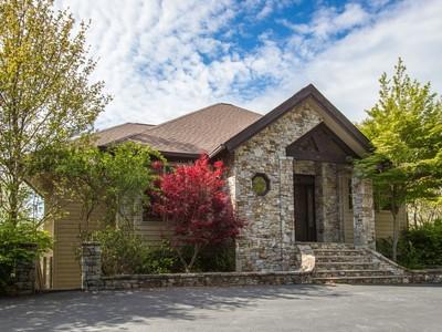 Casa para uma família for sales at 919 Garnet Rock Trail  Highlands, Carolina Do Norte 28741 Estados Unidos
