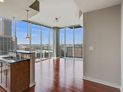 Appartement en copropriété for sales at Gorgeous Corner-Unit Condo 855 Peachtree Street Unit # 1503 Atlanta, Georgia 30308 États-Unis