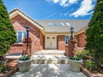Einfamilienhaus for sales at 9715 East Dorado Avenue  Greenwood Village, Colorado 80111 Vereinigte Staaten