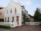 Maison unifamiliale for sales at Beautiful In Town Home! 8 Coon Street   Nantucket, Massachusetts 02554 États-Unis