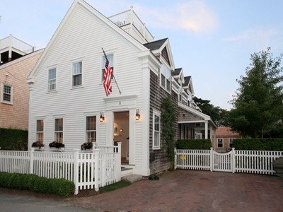 Vivienda unifamiliar for sales at Beautiful In Town Home! 8 Coon Street  Nantucket, Massachusetts 02554 Estados Unidos