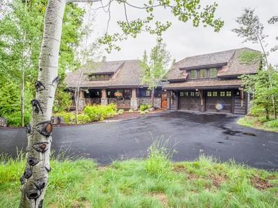 Vivienda unifamiliar for sales at Beautiful Home with Lush Grounds 177 S Shooting Star Circle Whitefish, Montana 59937 Estados Unidos