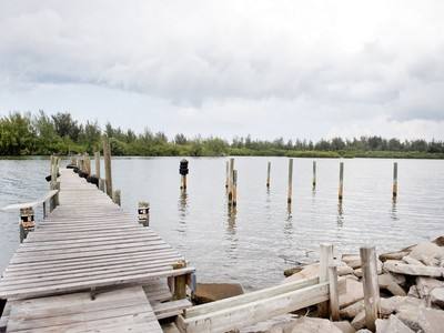 土地,用地 for sales at Riverfront Homesite With Private Dock 3550 Indian River Blvd Vero Beach, 佛罗里达州 32960 美国