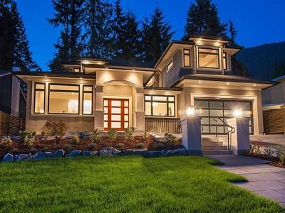 Maison unifamiliale for sales at Stunner, Handsworth Catchment 942 Canyon Blvd  North Vancouver, Colombie-Britannique V7R2J8 Canada