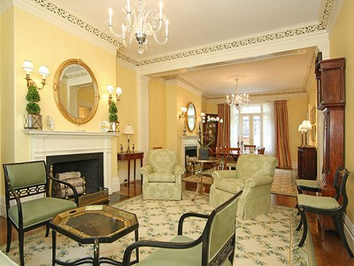 Casa para uma família for sales at Classic Renovated Beacon Hill Townhouse 41 Chestnut Street Boston, Massachusetts 02108 Estados Unidos
